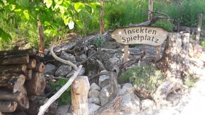 Insektenspielplatz im Naturgarten Bischofswiesen