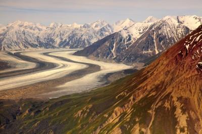 Große Gletscher, wie hier in Kanada, transportieren wie auf einem Fließband große Mengen Gesteinsmaterial