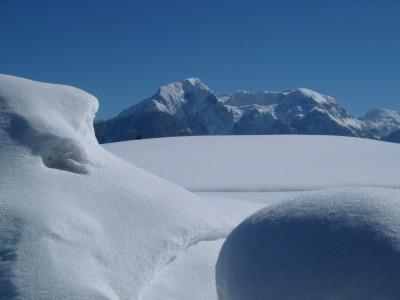 Glitzernde Schneefelder in den Berchtegadener Bergen