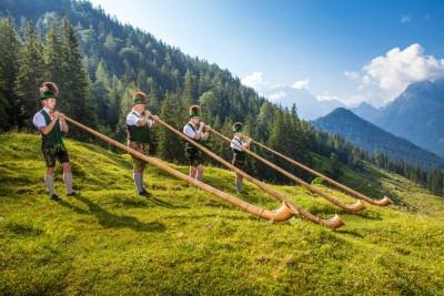 Almerlebnis in den Bergen mit den Bischofswieser Alphornbläsern