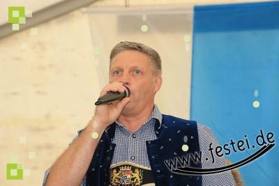 Helmut Motz moderierte das Bier- und Weinfest 2017