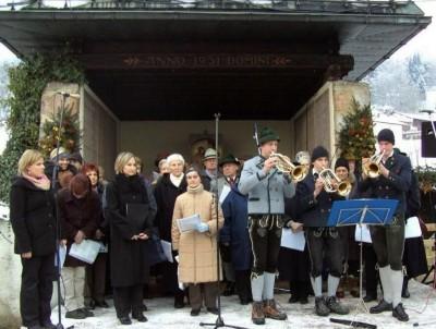 Weisenbläser und Sängerchor am Adventsmarkt Bischofswiesen