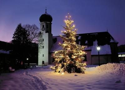 Kirche von Bischofwiesen zur Weihnachtszeit
