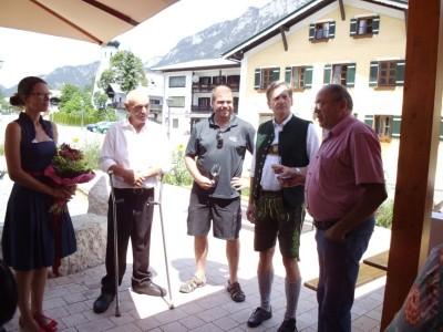 Bischofswieser Weinmarkt erstmals beim Pavillon am Dorfbrunnen