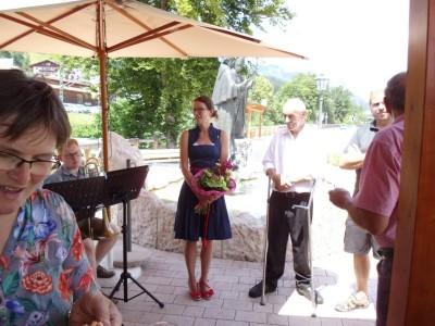 Bürgermeisterin Gorenzel mit Winzer Fink, Winzerin Mader, Bürgermeister Weber und Gemeinderat Resch