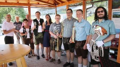 Bischofswieser Weinmarkt beim neuen Dorfpavillon