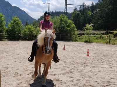 Auf dem Reitplatz am Blasihof - Familienurlaub in Bischofswiesen im Berchtesgadener Land