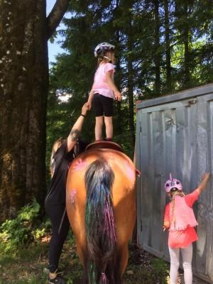 Kunststücke auf dem Pferderücken Familienurlaub in Bischofswiesen im Berchtesgadener Land