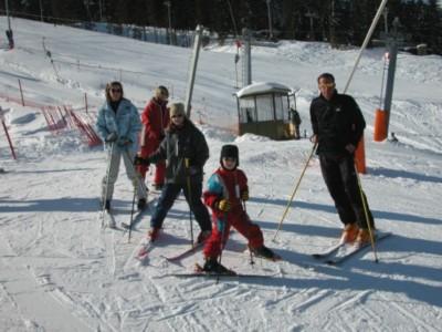 Skifahrer im Skigebiet Götschen