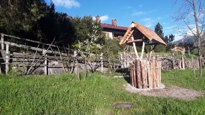 Regenwasser- und Gartenbereich im Naturgarten Bischofswiesen