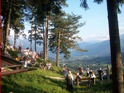 Traditionelle Musikveanstaltung Hogoascht auf der Kastensteinerwand